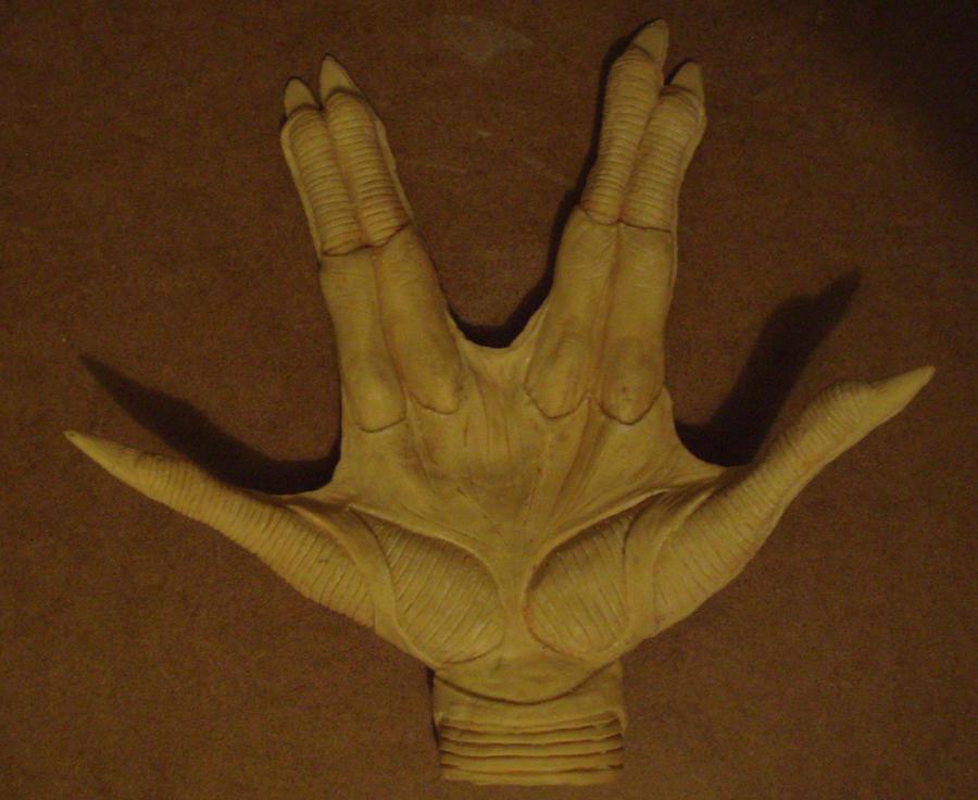 ALIEN HAND by lionback
