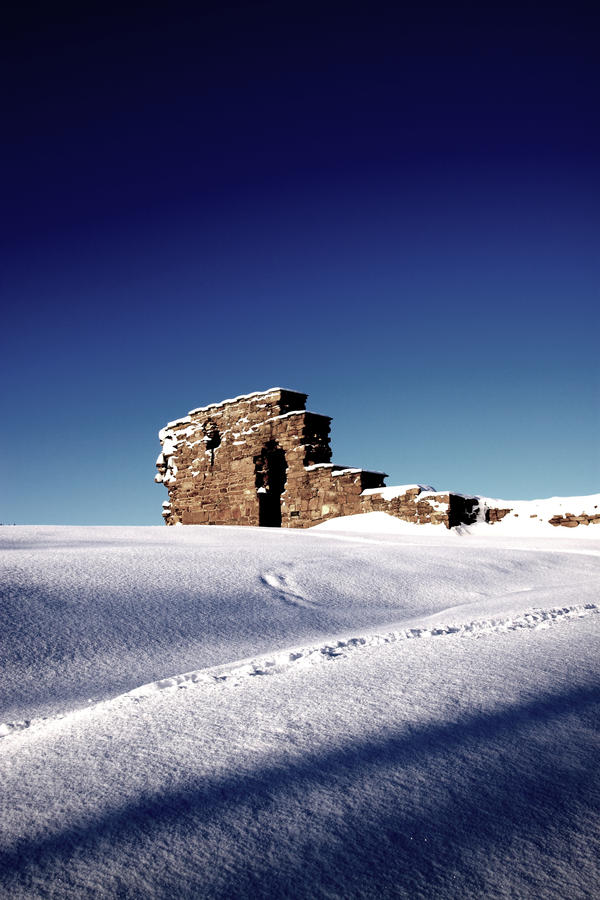 Castle of White by Lariasta