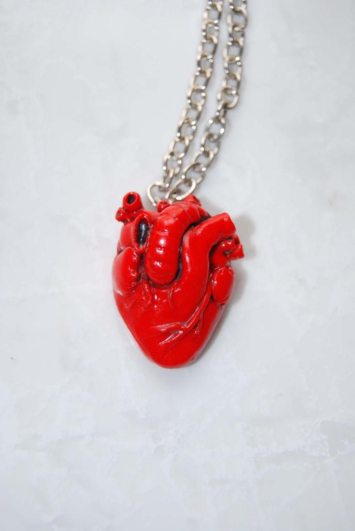 Realistic anatomical heart pendant by Ragamuffyn