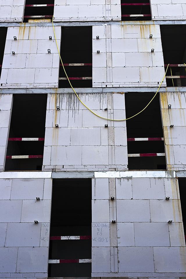 Rusty Wall by Robin-Wuwuvsu