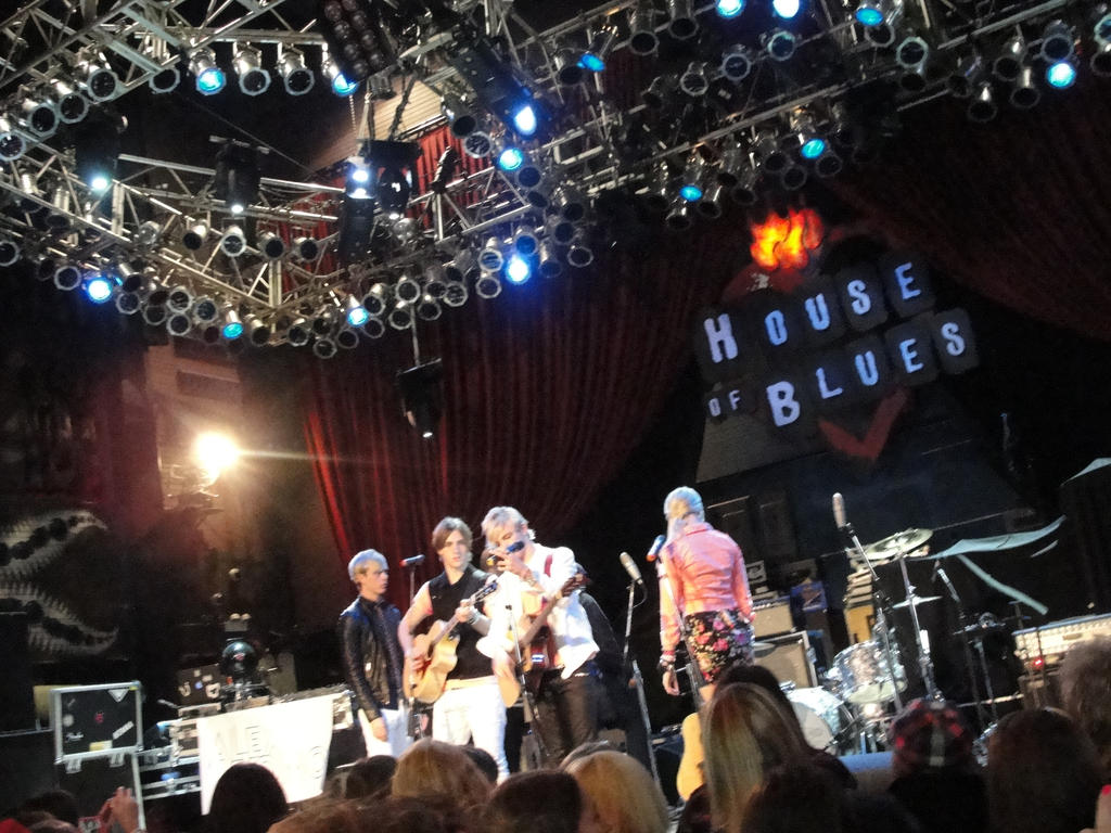 r5 at house of blues, chicago, 12.gracedaawesome on deviantart