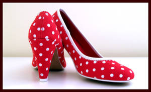 Red Shoes by tiffchin