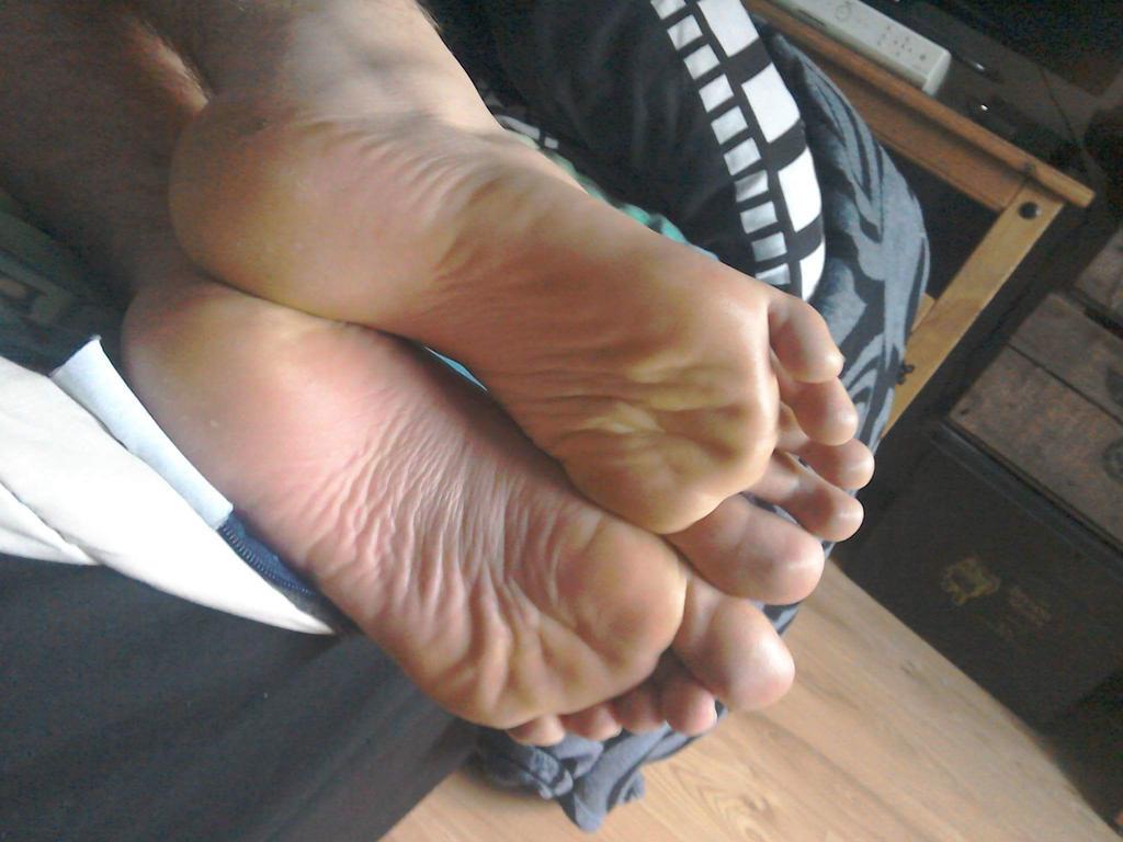 My feet by schrofan111