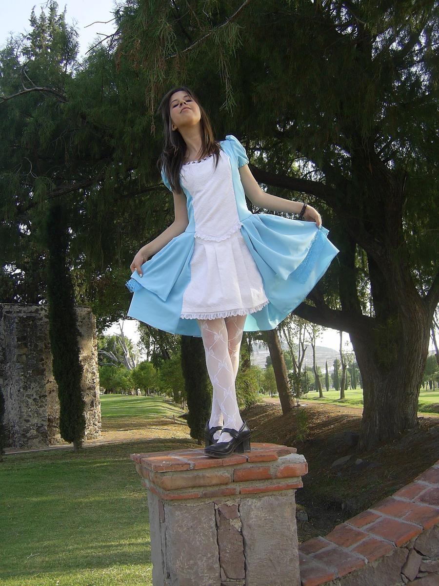 Im Alice in WOnderland by Zoehi