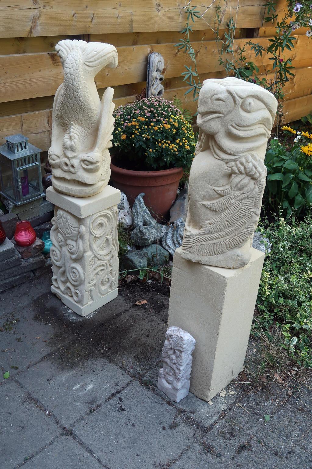 Statues in garden by taisteng
