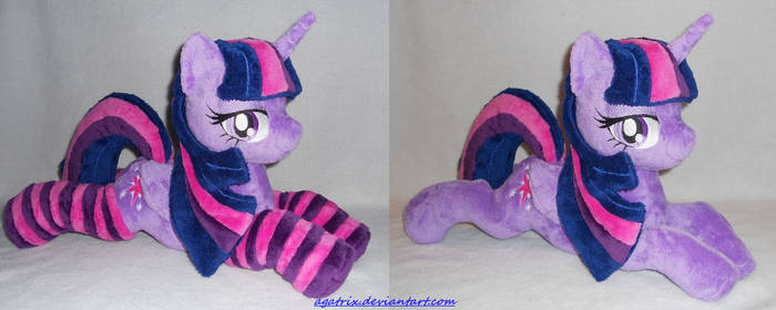 Laying Princess Twilight Sparkle (closed wings)