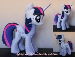 Alicorn Twilight Sparkle (folded wings) by agatrix