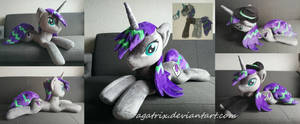 <b>Laying Down (standars Size) OC Plush</b><br><i>agatrix</i>