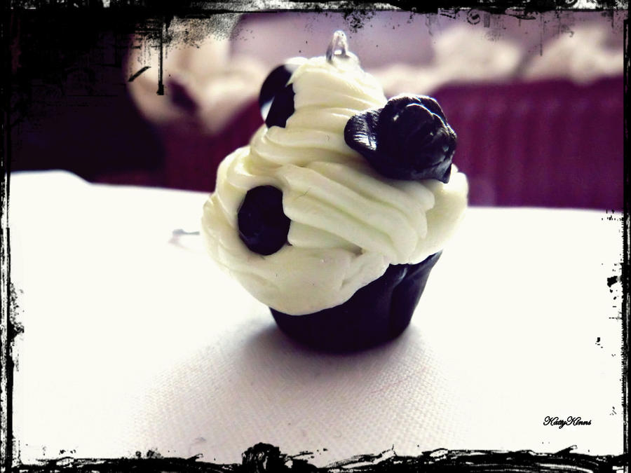 Halloween Cupcake Keychain by Cateaclysmic
