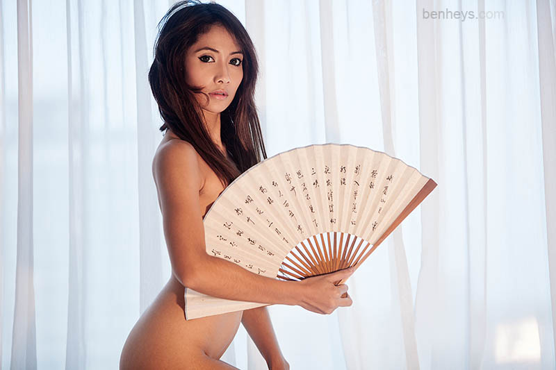 Nardia with fan by sifu