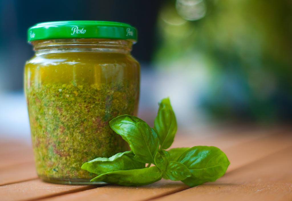 Recipe Challenge: Basil Pesto with Dried Tomatos by mondscheinsonate