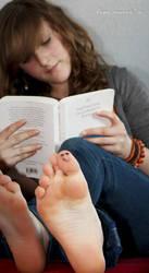 smiling feet by 0rangejuicee