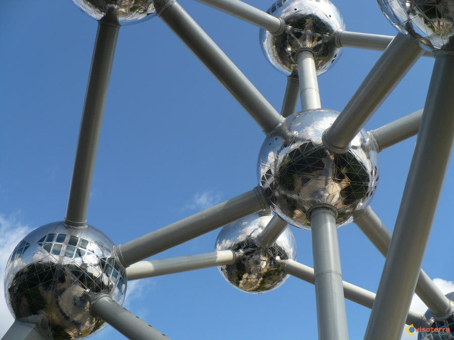 Atomium original by Serpentesss