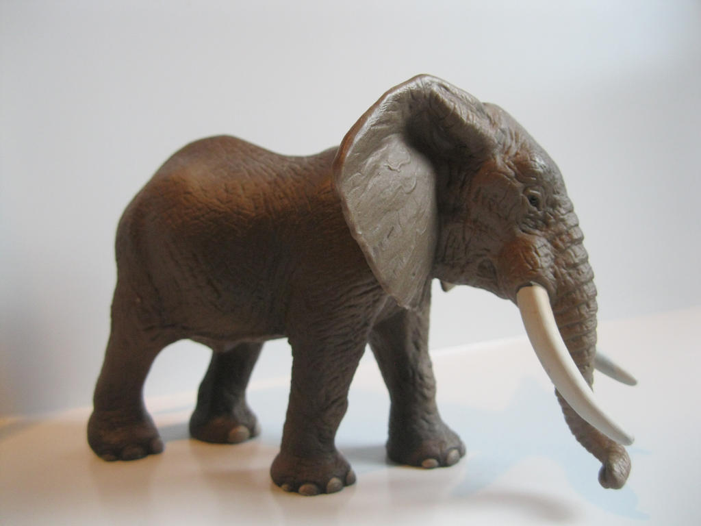 The Name of the Game [Schleich] - Page 2 Tantor_by_tezzieh-d87ynsv