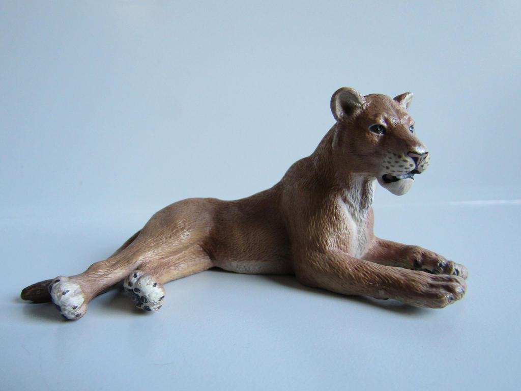 The Name of the Game [Schleich] - Page 2 Sarabi_by_tezzieh-d9ta0px