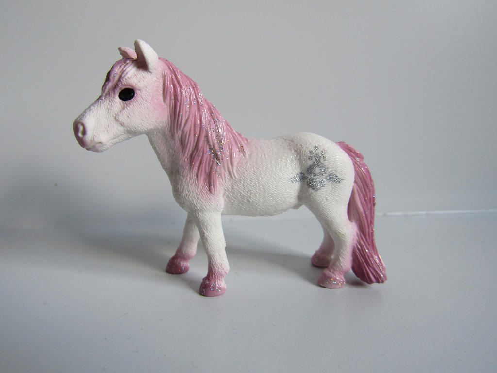 The Name of the Game [Schleich] Almachtigen_pink_by_tezzieh-d9xt6b9