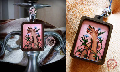Necklace - Arms and flowers by Vaelyane