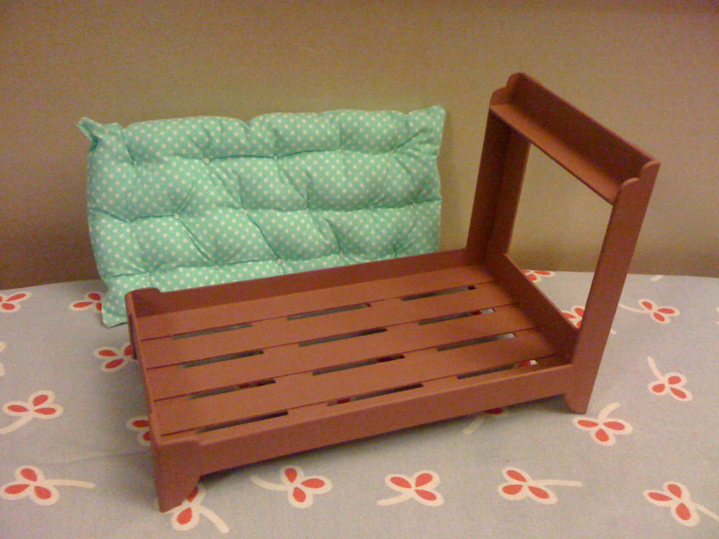 Wooden bed by Miupy