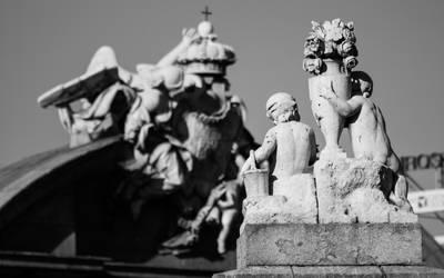 Mirando a la Puerta de Alcala by esperanzamarchita