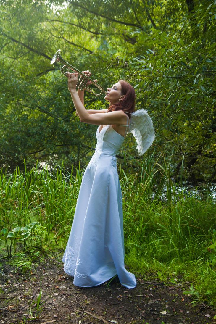 White angel by 13-Melissa-Salvatore