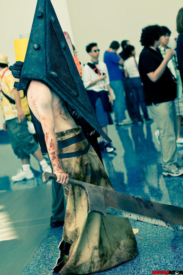 ¿Me echáis una manita? My_Pyramid_Head_cosplay_2_by_Crimson_Fatalis