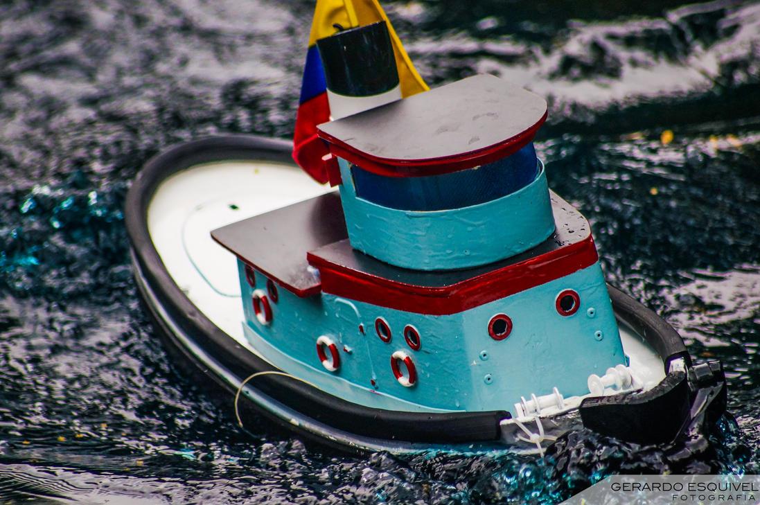 Barco navegando by elgatofineas