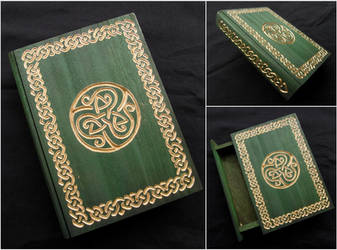 CELTIC BOOK BOX WITH GOLDEN CARVINGS by MassoGeppetto