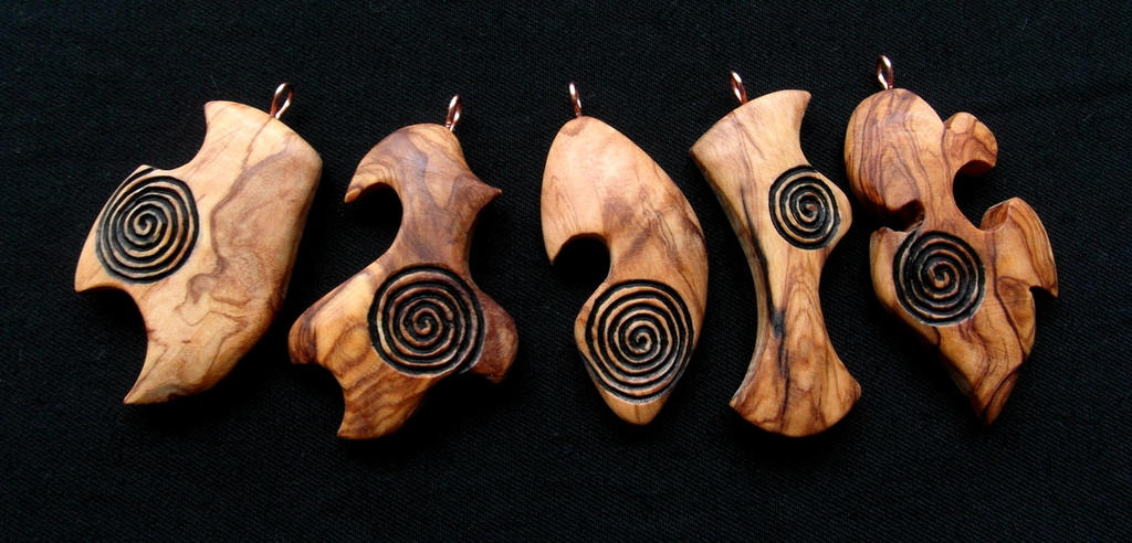 OLIVE WOOD PENDANTS WITH SPIRALS by MassoGeppetto