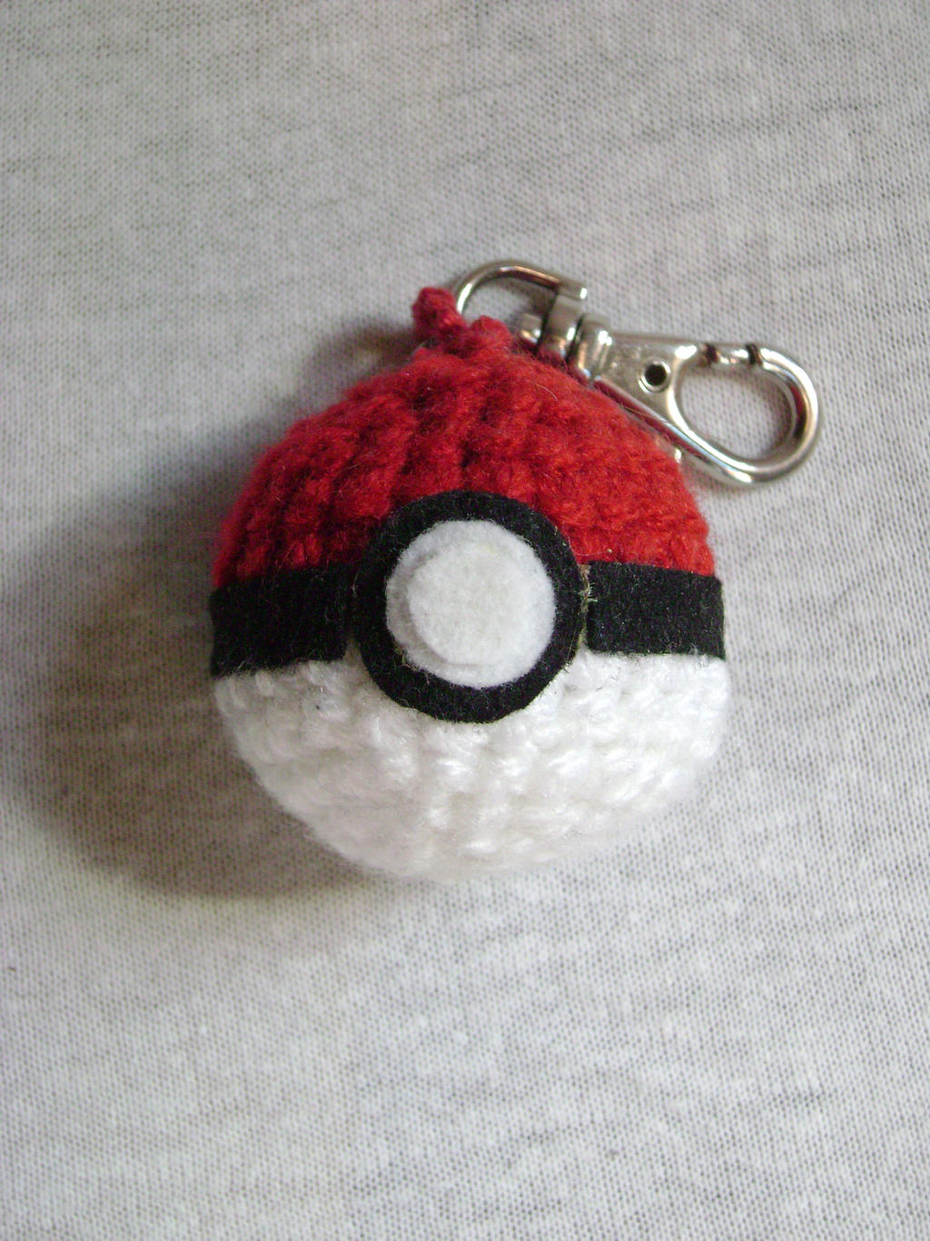 Crochet Pokeball keychain by xXShilowXx on DeviantArt