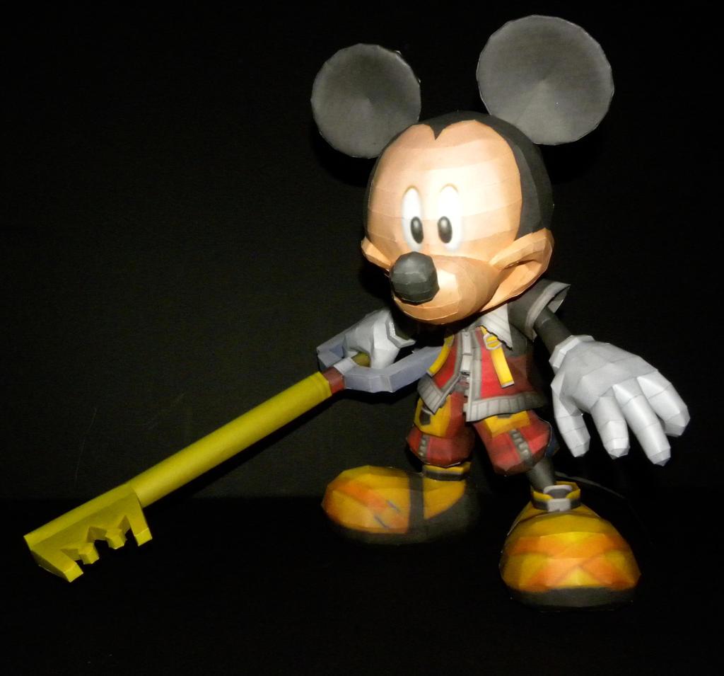 KH Mickey Papercraft by TouchFuzzyGetDizzy