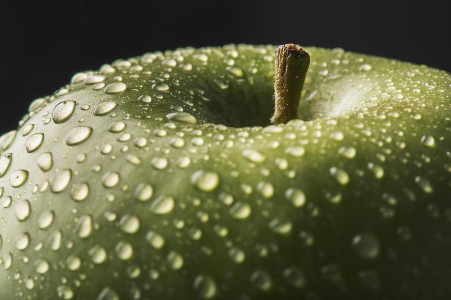 apple by JordanRobin