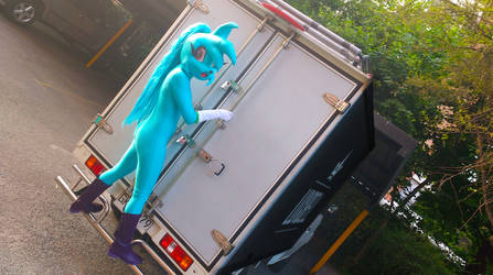 Spaicy going up in to the Luxbell trucks by LoulouVZ