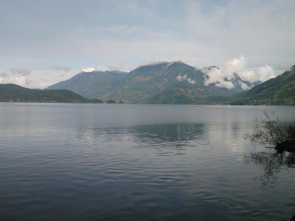 Photography:Harrison Lake by Crevist
