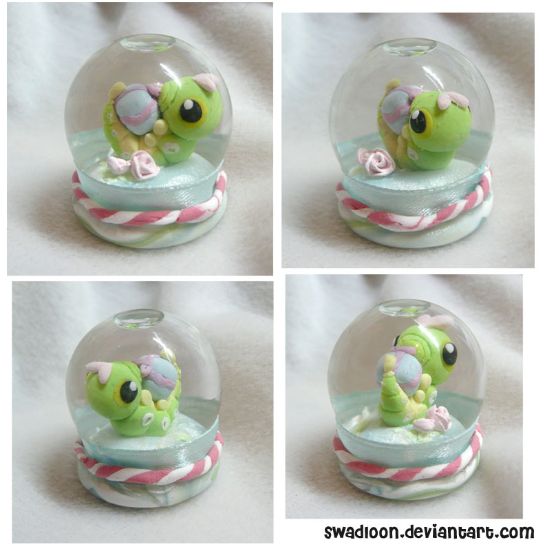 Mini Snow globe - Caterpie by Swadloon
