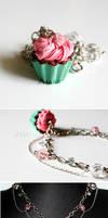 Cupcake Bracelet by hanmei