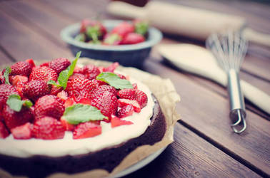 Strawberry Brownie Cake by Tiefenschaerfe