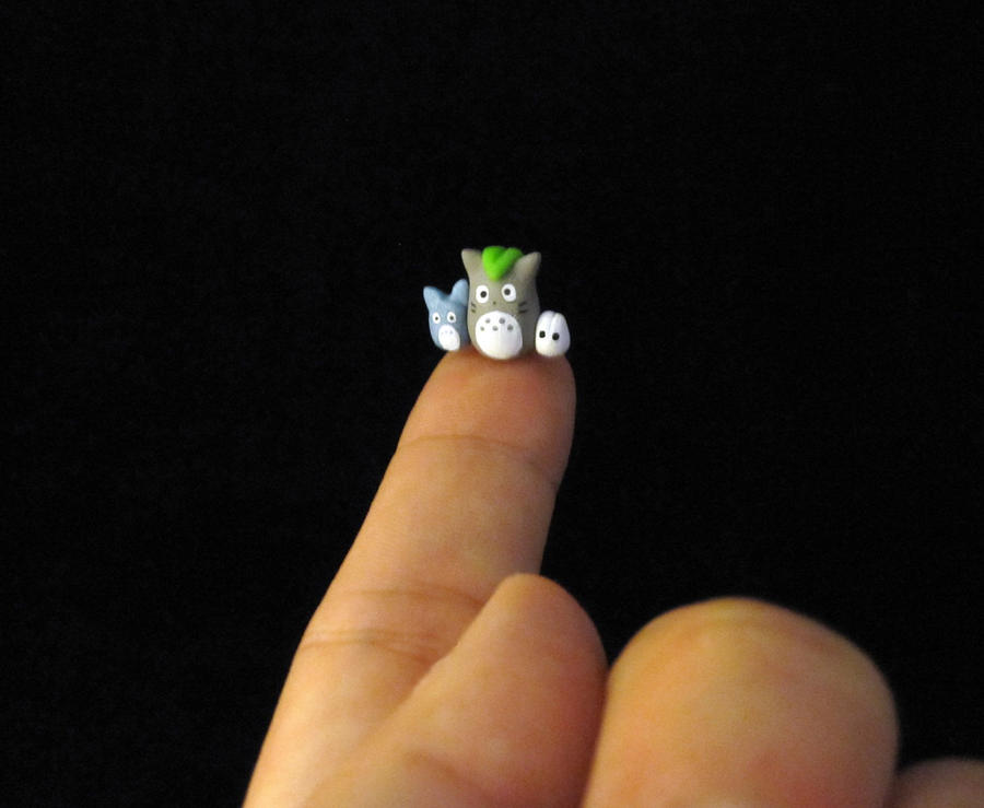 Itty Bitty Totoro by egyptianruin