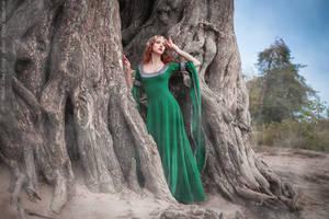 Elven queen by GreatQueenLina