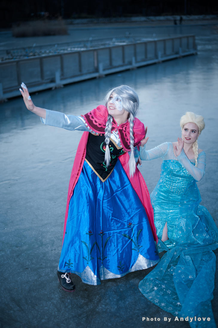 Princess anna and queen elsa from frozen by jessdcosplayusa on deviantart - Princesse anna et elsa ...