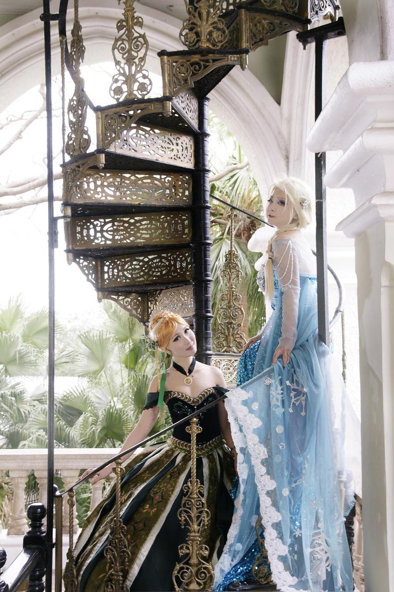 Elsa and Anna by mizukimochizuki
