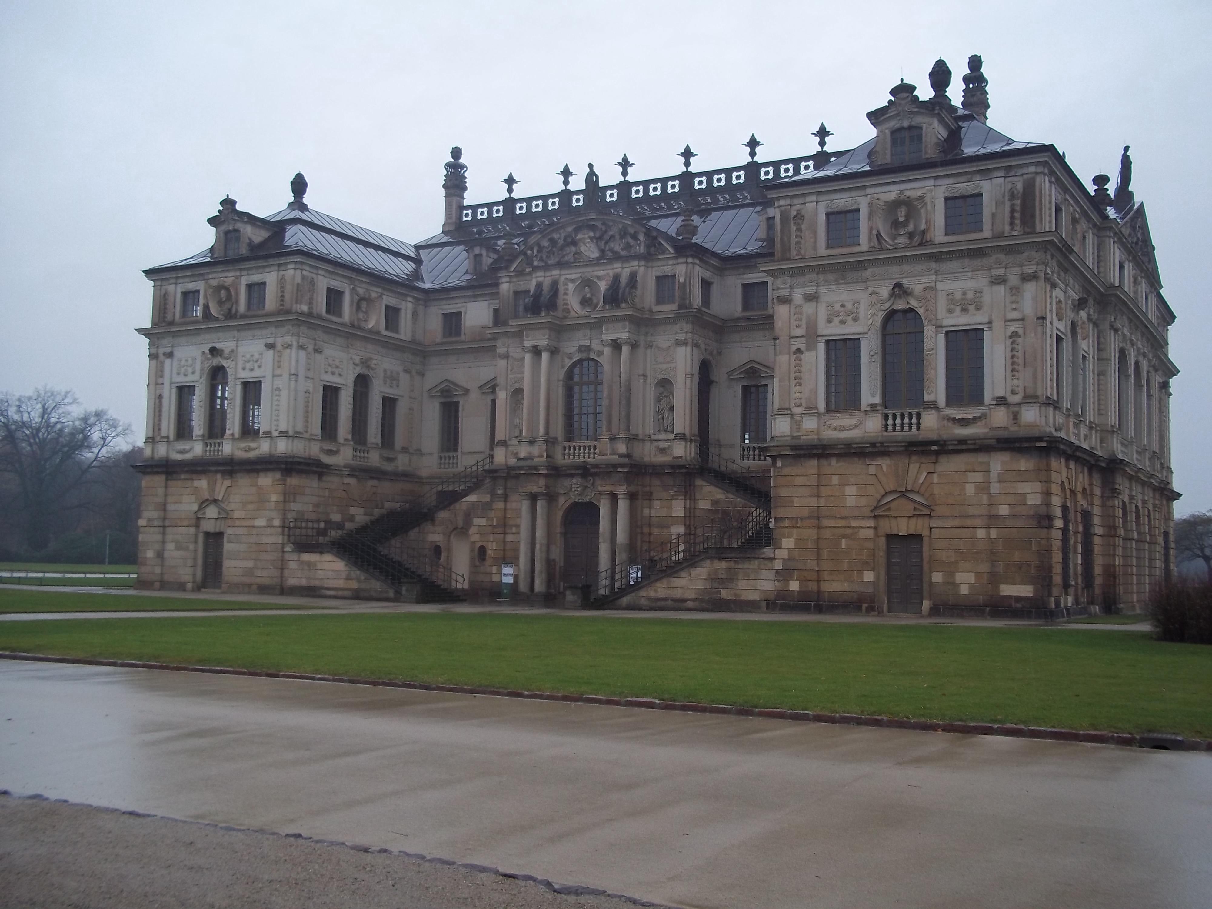 Palais Grosser Garten 2 by Sabbelbina