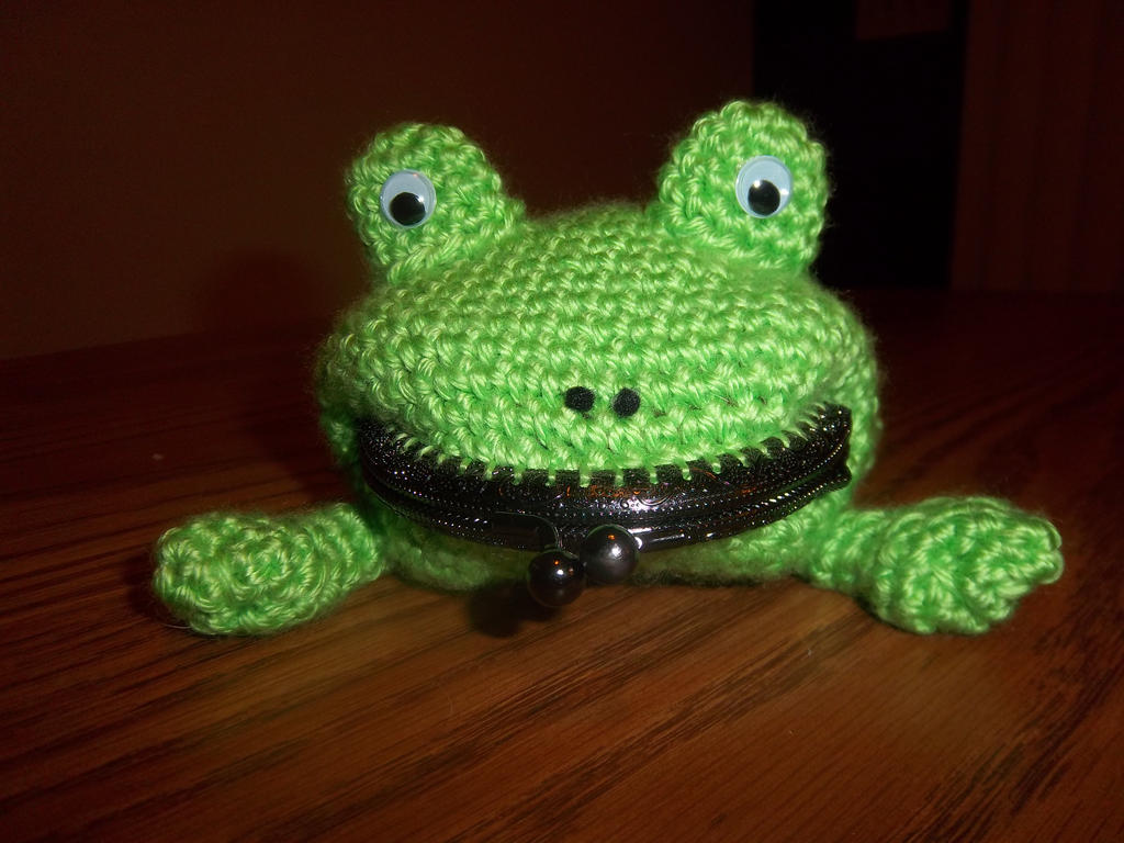 Free Naruto Amigurumi Pattern : Naruto crochet frog coin purse front view by theemeraldstitch on