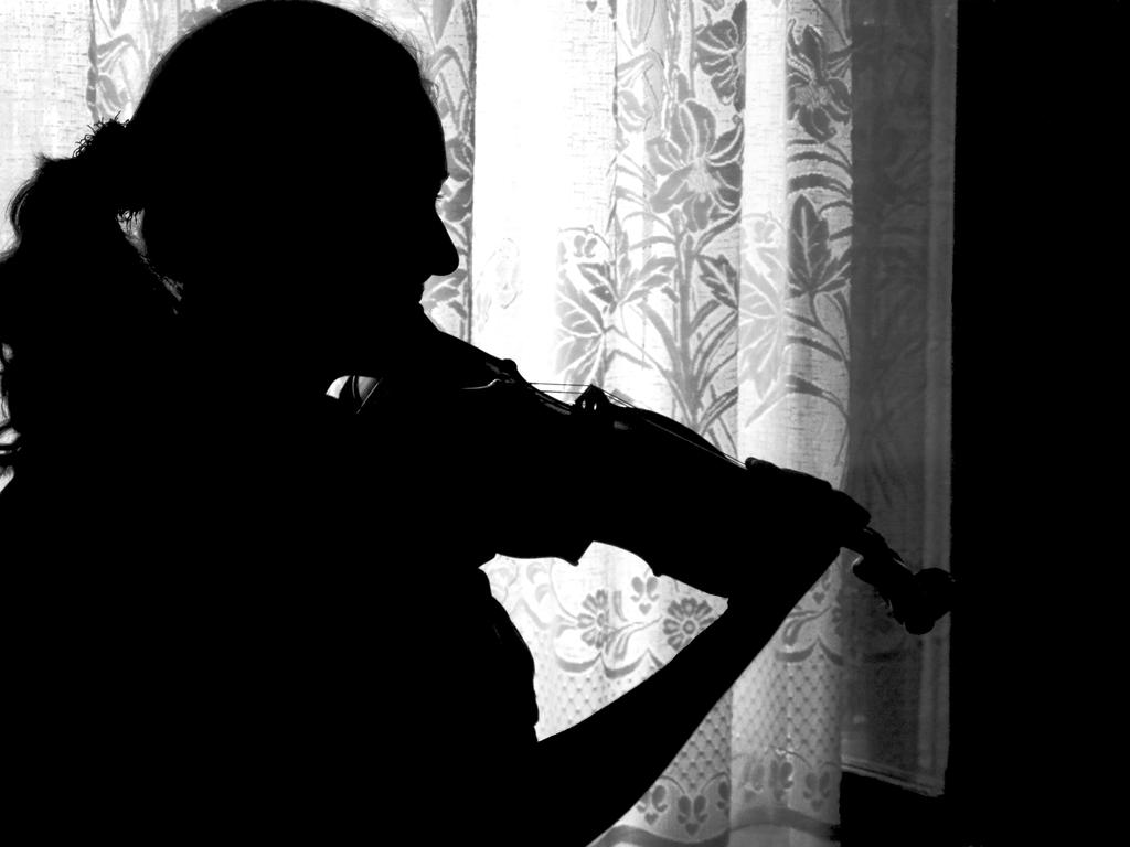 Girl with the violin by TheRafflesia
