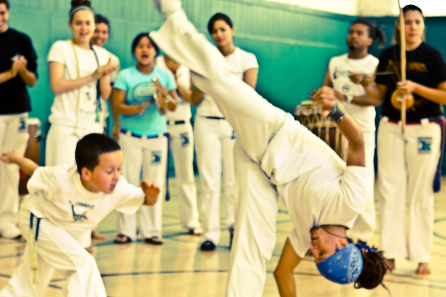 Capoeira - Esquiva by BertLePhoto