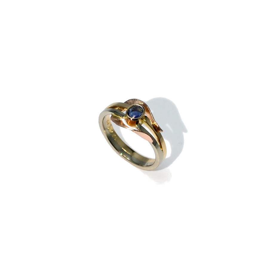 Tricolor ring with a sapphire by timjo
