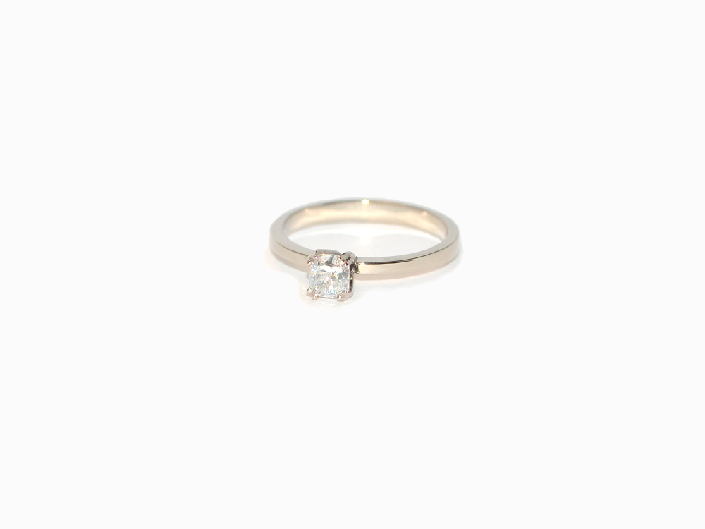Minimalistic ring with an adura diamond by timjo