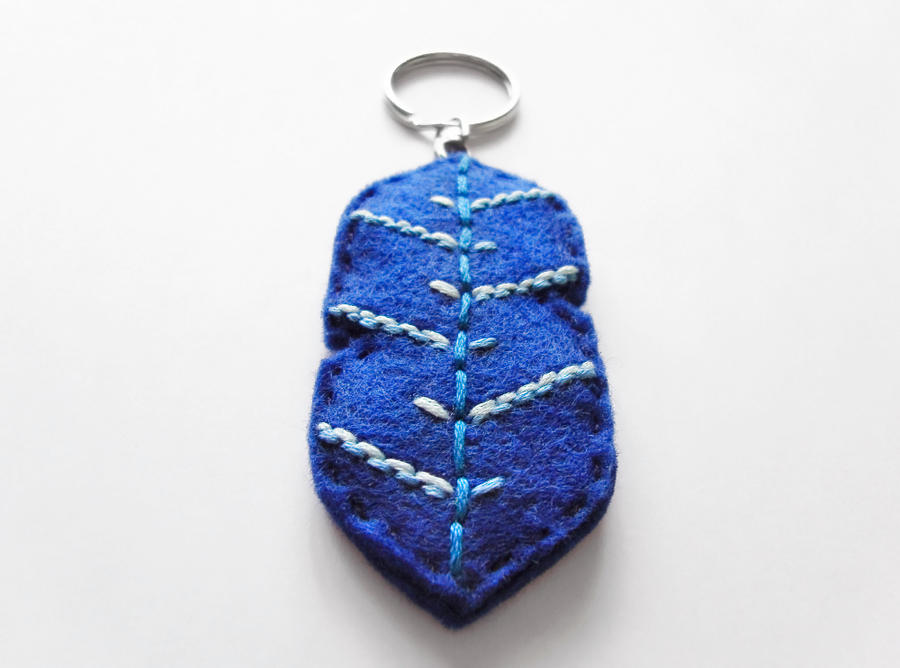 Blue feather keychain by Narthys