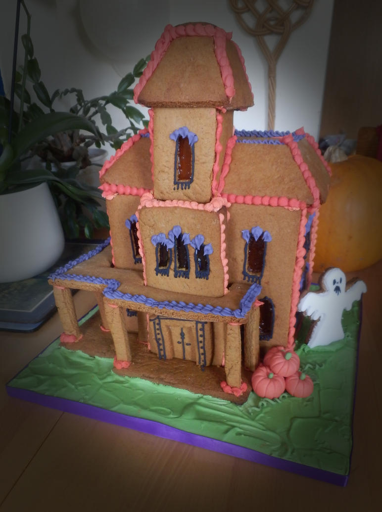 Halloween gingerbread house by alter-ipse-amicus