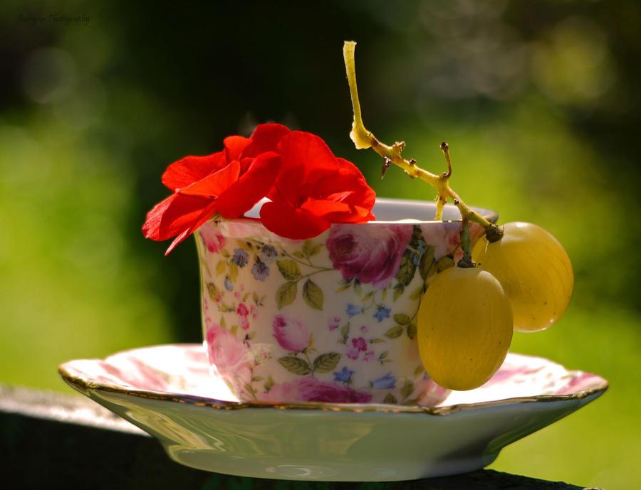 najromanticnija soljica za kafu...caj - Page 5 Summer_cup____by_burcyna-d4lr80u