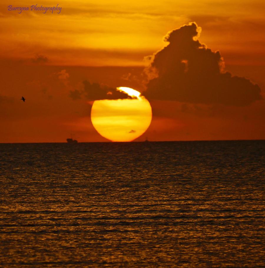 big sun- by burcyna on DeviantArt: burcyna.deviantart.com/art/big-sun-297686479
